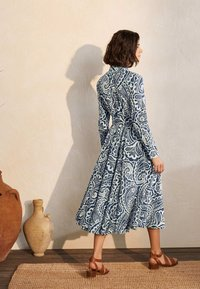 Boden - Shirt dress - dunkles petrolblau, sommerliches paisleymuster - 1