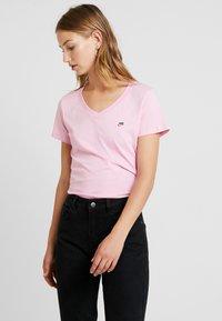 Nike Sportswear - TEE - T-paita - pink rise - 0