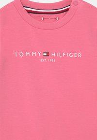 Tommy Hilfiger - BABY ESSENTIAL SET  - Survêtement - exotic pink - 3