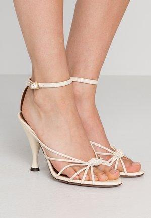 Sandály na vysokém podpatku - milk