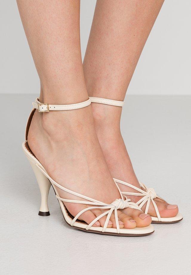 Sandalen met hoge hak - milk