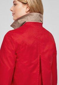 s.Oliver - WASSERABWEISENDE - Trenchcoat - red - 4