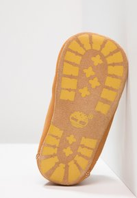 Timberland - Crib Bootie w/Hat - Chaussons pour bébé - wheat - 5