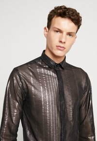Twisted Tailor - CROSSER SHIRT - Shirt - black - 5