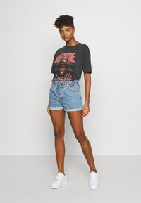 ONLY - ONLCUBA LIFE PAPERBAG - Shorts di jeans - medium blue denim - 1