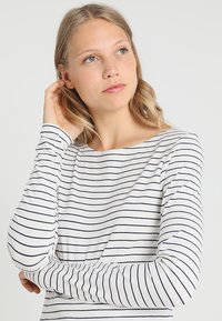 Zalando Essentials Tall - Long sleeved top - offwhite/dark blue - 3
