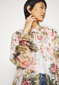 Dorothy Perkins - FLORAL PRINTED SEQUIN COVER UP - Giacca leggera - blush - 4