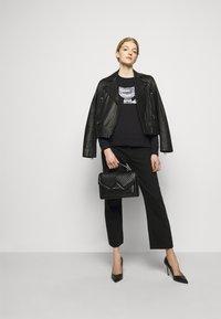 KARL LAGERFELD - 3D IKONIK CHOUPETTE  - Sweatshirt - black - 1