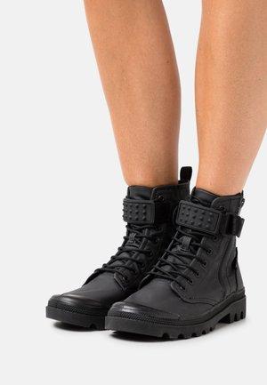 VEGAN PAMPA OFFICER - Snørestøvletter - black