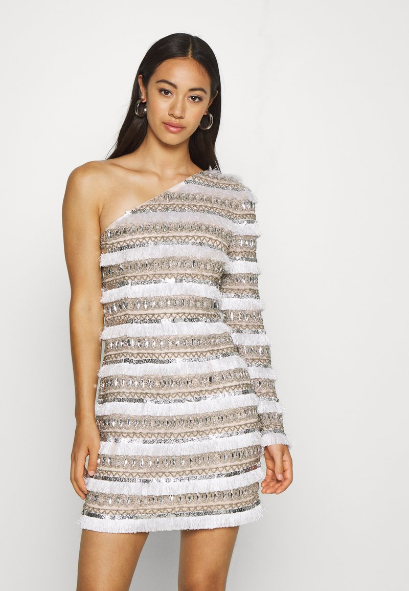 Missguided - FRINGE EMBELLISHED ONE SHOULDER MINI - Cocktailkjoler / festkjoler - white
