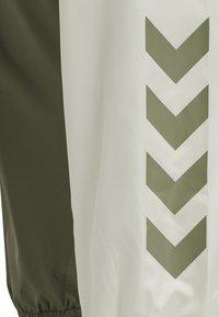 Hummel - HMLSULLIVAN PANTS - Trainingsbroek - vetiver - 5