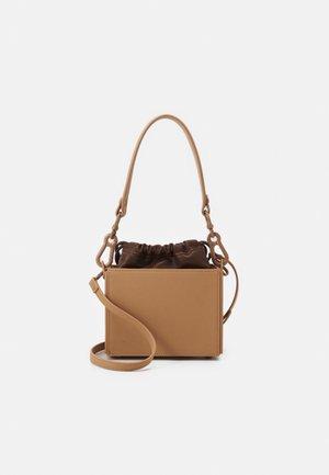BKROWN - Handbag - chocolate