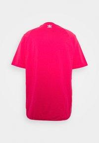 adidas Originals - TREFOIL ADICOLOR SHORT SLEEVE TEE - Camiseta estampada - pink - 1
