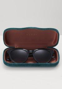 Gucci - Okulary przeciwsłoneczne - black/grey - 3