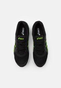 ASICS - JOLT 2 - Zapatillas de running neutras - black/green gecko - 3