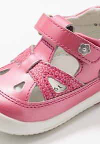 Kickers - KIKI - Zapatos de bebé - rose fonce - 2