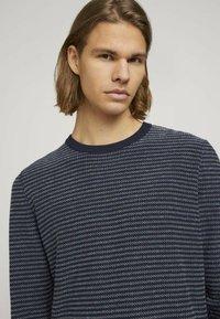 TOM TAILOR DENIM - Jumper - navy blue white stripy pattern - 3