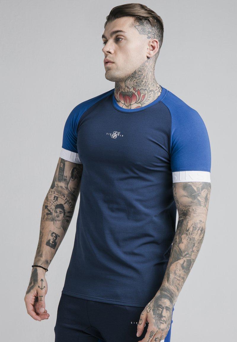 SIKSILK - INVERSE TECH TEE - T-shirt con stampa - navy