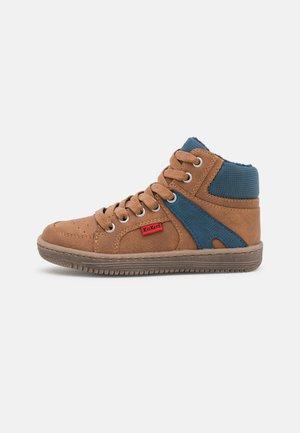 LOWELL - Sneakers hoog - camel/bleu