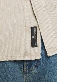BDG Urban Outfitters - ACID WASH SHACKET - Kevyt takki - stone - 4