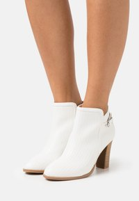 Wallis - ALICANTE - High heeled ankle boots - white - 0
