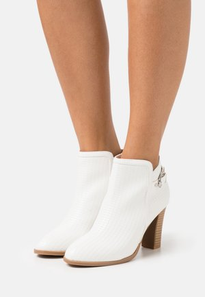 ALICANTE - High heeled ankle boots - white