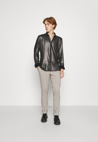 Twisted Tailor - SLEDGE SHIRT - Košile - black - 1