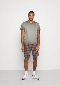 River Island - Shorts - brown/navy - 1