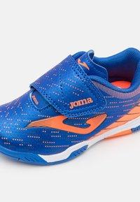 Joma - XPANDER JUNIOR UNISEX - Indoor football boots - royal/orange - 5
