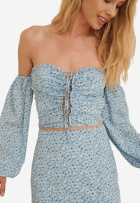 NA-KD - Blouse - painted floral blue - 2