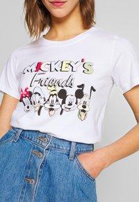 ONLY - ONLDISNEY MIX  - Triko spotiskem - white/mickeys friends - 3