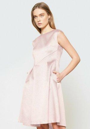Sukienka koktajlowa - róż