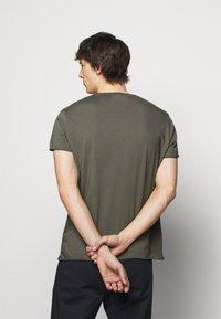 Filippa K - ROLL NECK TEE - Jednoduché triko - green grey - 2