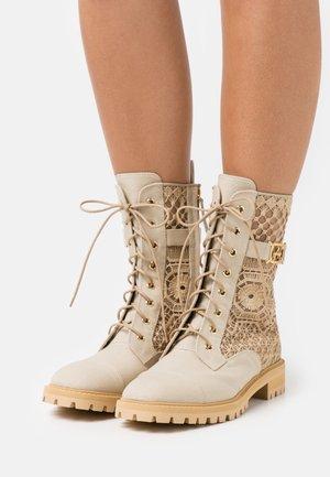 Šněrovací kotníkové boty - beige