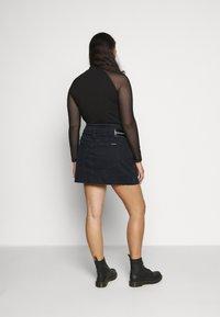 Calvin Klein Jeans Plus - HIGH RISE MINI SKIRT - Mini skirt - black denim - 2