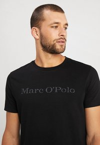 Marc O'Polo - T-shirt med print - black - 4
