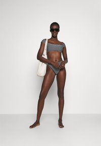 Seafolly - COLD SHOULDER BANDEAU - Bikini top - black/white - 1