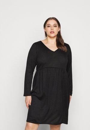 V NECK DRESS - Pletené šaty - black