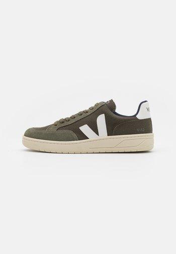 V-12 - Sneakers basse - olive/white