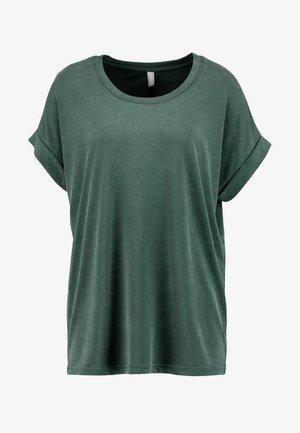 KAJSA - Basic T-shirt - pine grove