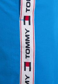 Tommy Hilfiger - LOGOLINE MEDIUM DRAWSTRING - Swimming shorts - blue - 2