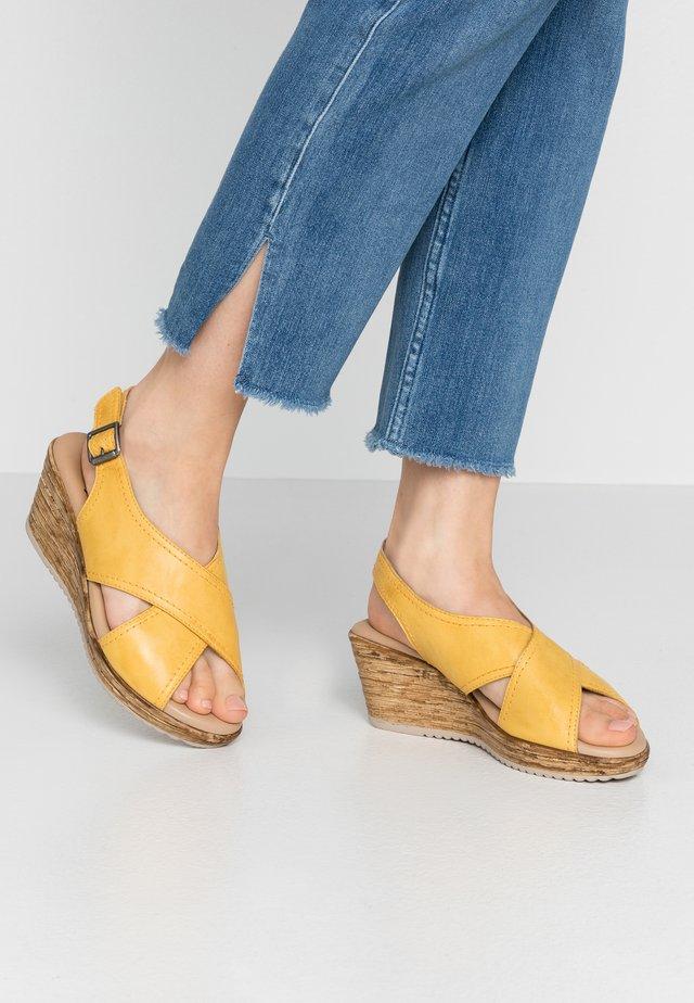 Dřeváky - saffron