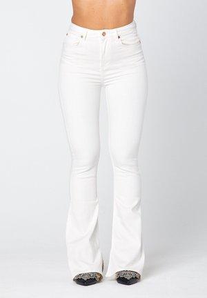 O-LIV  - Flared jeans - off-white