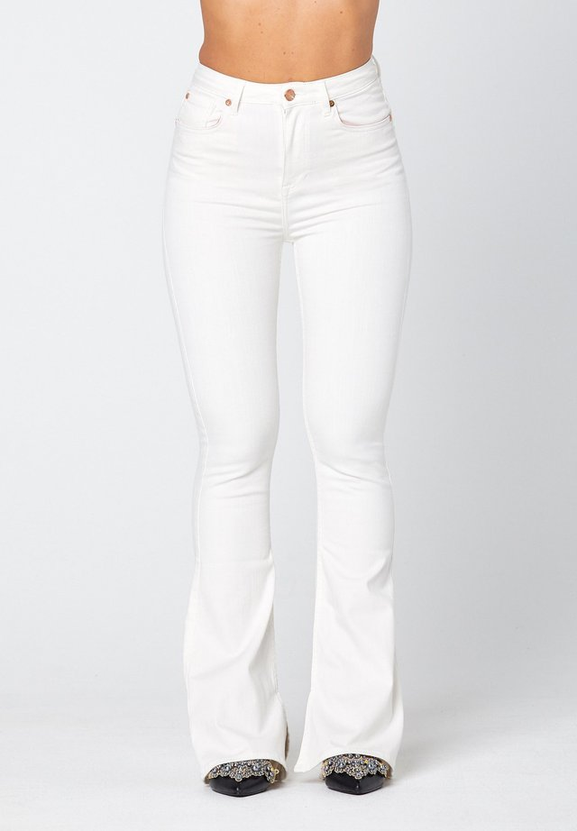 O-LIV  - Flared Jeans - off-white