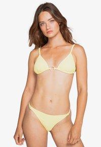 Billabong - FEELS LIKE LOVE ISLA - Bikini bottoms - radiant yellow - 0