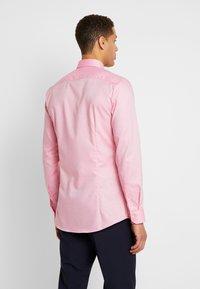 OLYMP - OLYMP NO.6 SUPER SLIM FIT  - Formální košile - rose - 2