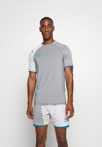 Hummel - Print T-shirt - sharkskin/gray violet - 0