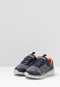 Skechers - EQUALIZER 3.0 - Tenisky - navy/gray/orange - 3