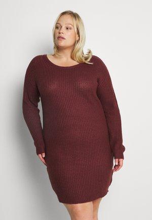 AYVAN OFF SHOULDER DRESS - Abito in maglia - burgundy