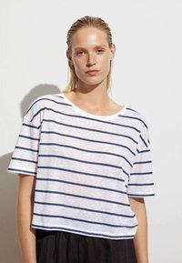 OYSHO - Print T-shirt - dark blue - 2
